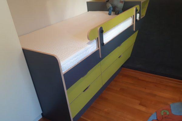 Kinderbett mit Stauraum